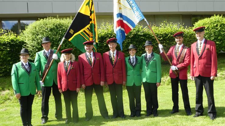 Die SG Dulliken - Starrkirch-Wil mit ihren fünf Veteranen umrahmt von den Fähnrichen und Präsidenten!
