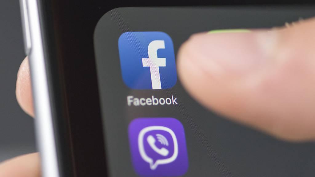 Facebook, Instagram, Twitter und Co: Die sozialen Menschen ziehen viele Menschen in ihren Bann. Wieso gerade das Streben «Likes» zwanghaft werden kann, erläutern Forschende anhand von psychologischen Konzepten, Beobachtungen und Online-Experimenten. (Themenbild)
