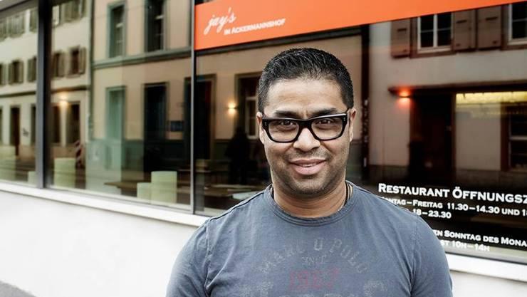 Jayesh Kumar zieht nach elf Jahren im «Jay's Indian Restaurant» in den Ackermannshof. Neu hat er einen Garten, den er unterhalten kann. zvg