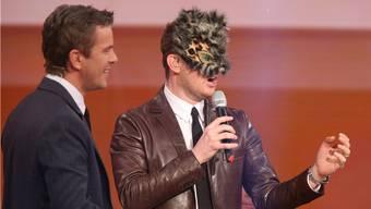 Schräger Spass: Michael Bublé muss mit Katzenmaske «Memories» singen.