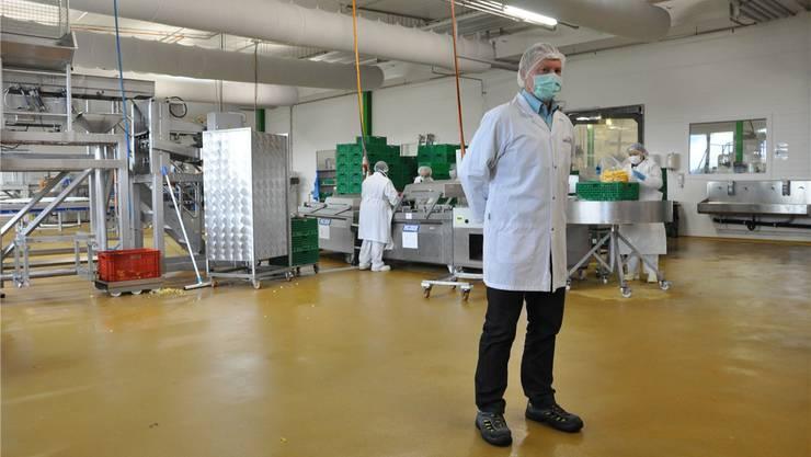 Geschäftsleiter Michael Landenberger steht in der Produktionshalle, in der sich das giftige Gas verteilte.