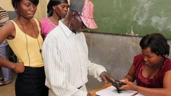 Wähler stehen in Namibia Schlange