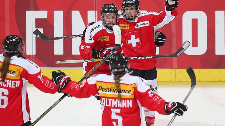 Überragend: Lara Stalder (hinten rechts) lässt die Schweizerinnen auch gegen Norwegen dreimal jubeln
