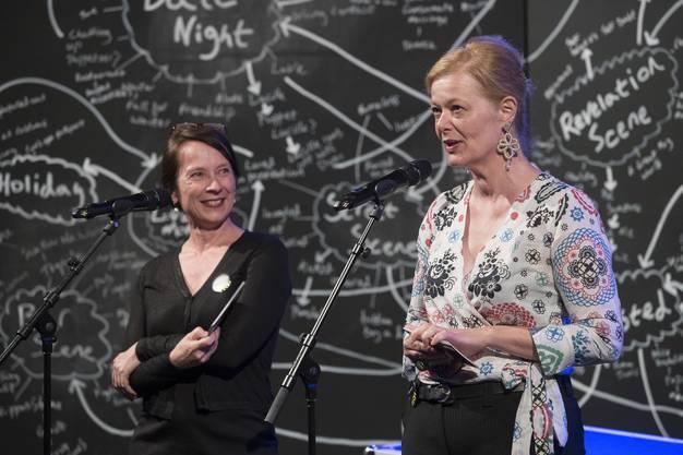 Festivalleiterinnen Eveline Gfeller, links, und Irène Howald bei ihrer Begrüssung. Eröffnung 13. Figura Theaterfestival, Alte Schmiede, Baden, 12. Juni 2018.