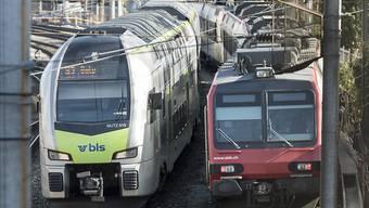 Die SBB behalten ab Ende 2019 den grössten Teil der Bahnlinien und das ganze Intercity-Netz. Der BLS bleiben zwei Interregio-Linien. (Archivbild)