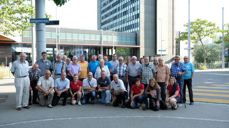 Gruppenfoto vor dem SRF-Fernsehstudio am Leutschenbach