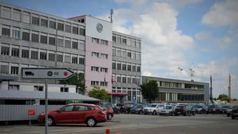 Blick auf das Werkgelände in Oberentfelden: Der Standort soll bis Ende 2019 nach Birr verlegt werden.