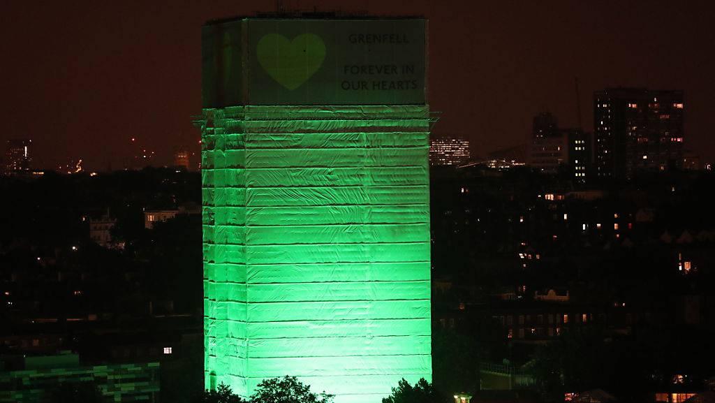 Grossbritannien gedenkt der Opfer der Grenfell-Tower-Katastrophe