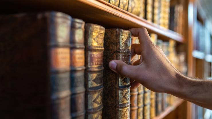 Der richtige Griff: Der Kanon stiftet Ordnung, indem er nur die Werke von allerhöchstem «Rang» auflistet. Bild: Getty Images
