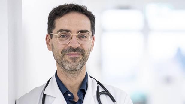 Prof. Dr. med. Philip Tarr forscht zur Impfskepsis in der Schweiz.