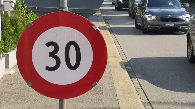 Der Stadtrat weist die von vielen Parteien getragene Tempo-30-Forderung ab. (Symbolbild)
