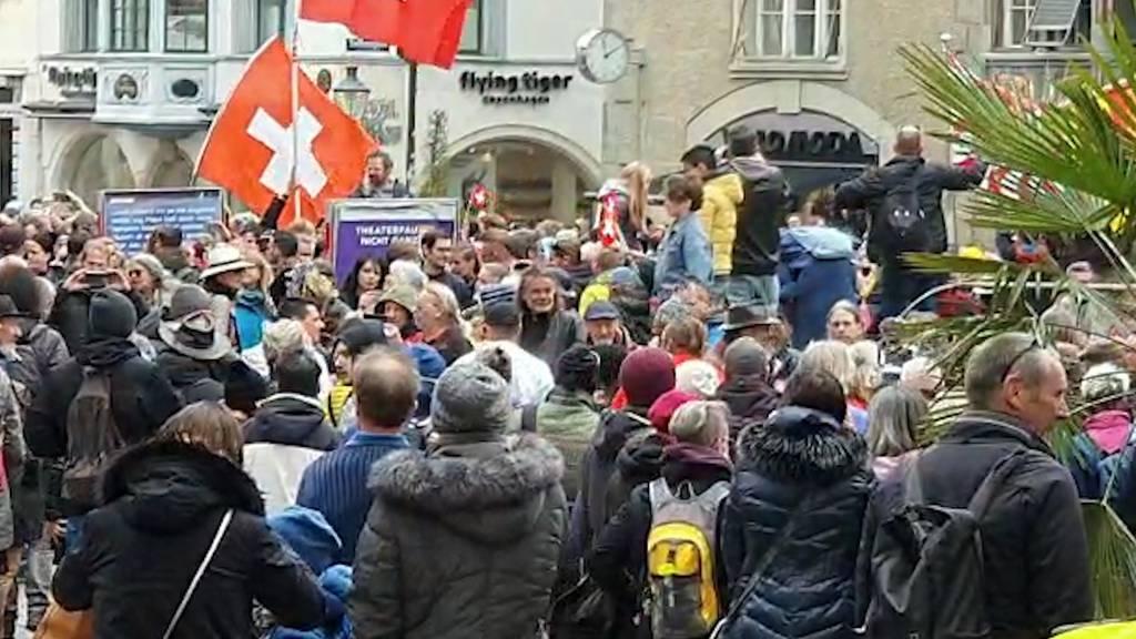 Corona-Demo in Schaffhausen: Rund 500 Menschen ohne Maske und Abstand