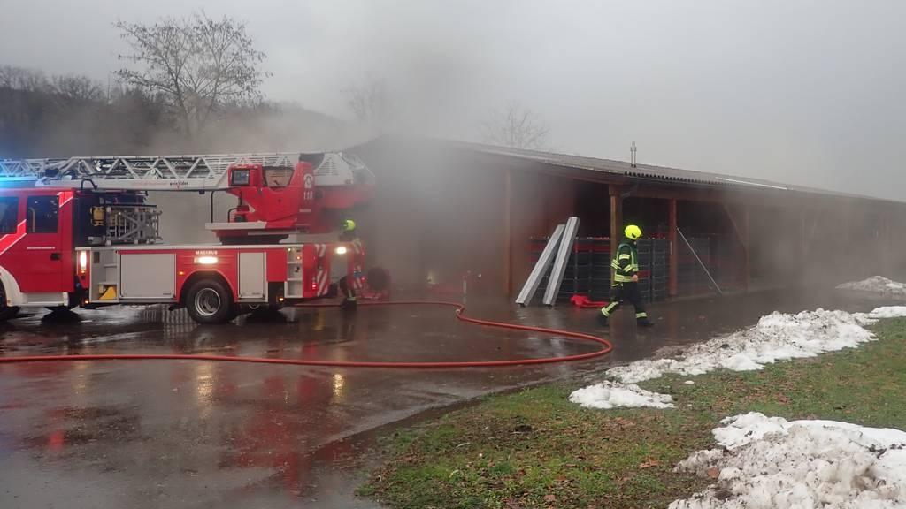 Lagerhalle brennt – mehrere zehntausend Franken Schaden
