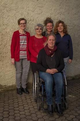 Vorne: Corinne Rüegger, hinten: Trix Lenzin, Rosetta Pieli, Barbara Kemp und Gabriela Senger Foto: Claude Keller, www.fotock.ch