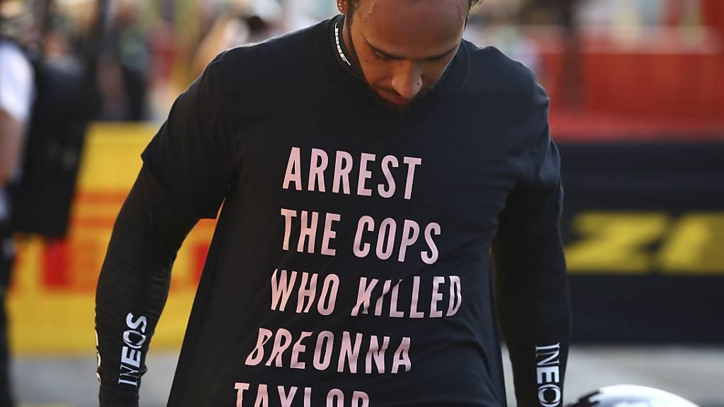 Wegen diesem T-Shirt droht Formel-1-Weltmeister Lewis Hamilton Ärger