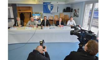 Die Führungsriege der FC Wohlen AG mit Andreas Wyder, Lucien Tschachtli, René Meier, Urs Bächer und David Sesa (v. l.), hier an der Pressekonferenz zum Fall Wellington, wird nochmals zur Kasse gebeten. MarX