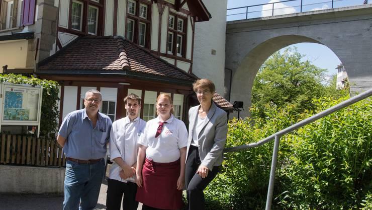Zwei Generationen führen zurzeit das Restaurant Bijou: Roger und Dominik Nauer, Marianne Huber und Cecile Nauer (von links).