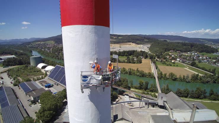 Arbeitsplatz mit sensationeller Aussicht: August Kreis und Saskia Schürmann auf 100 Metern über Boden.