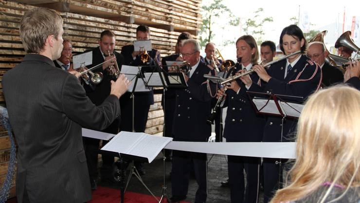 Die Musikgesellschaft Obersiggenthal umrahmt die Eröffnungsfeierlichkeiten
