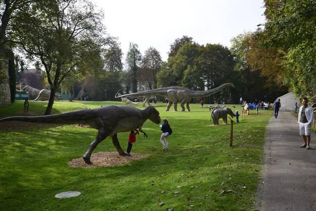 Tiere aus verschiedenen Jahrmillionen sind im Schlosspark vereint