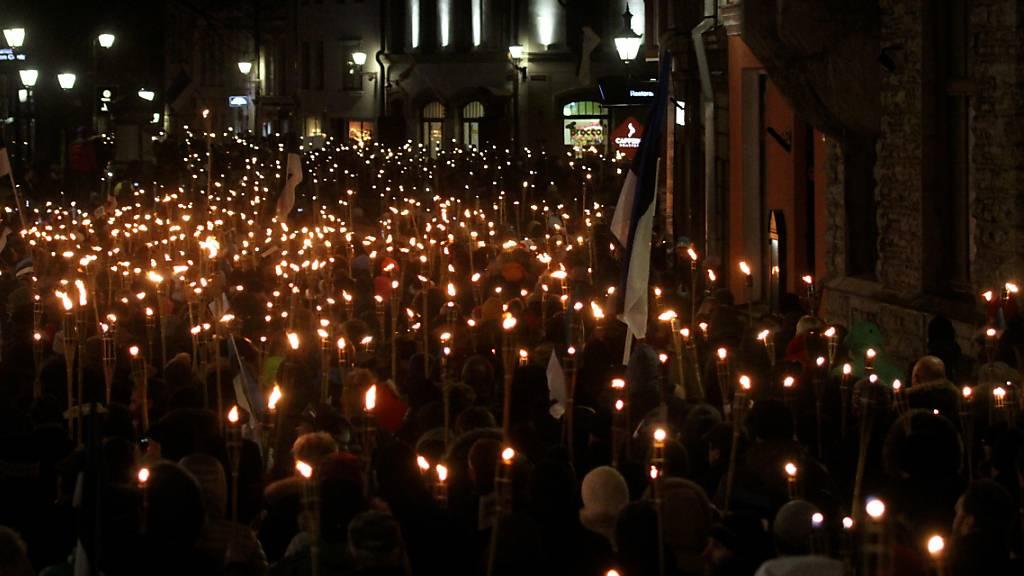 Hunderte Demonstranten fordern Rücktritt der Regierung