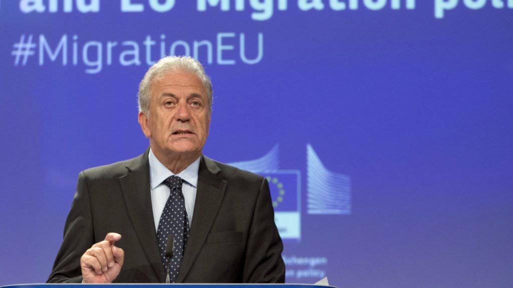 EU-Innenkommissar Dimitris Avramopoulos hat am Mittwoch in Brüssel vorgeschlagen, die maximale Dauer von Grenzkontrollen im Schengen-Raum auf drei Jahre zu verlängern.