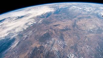 Ein Blick aus der Raumstation ISS auf die trockenen Landschaften Mitteleuropas. (Foto: A. Gerst/NASA/ESA/EPA)