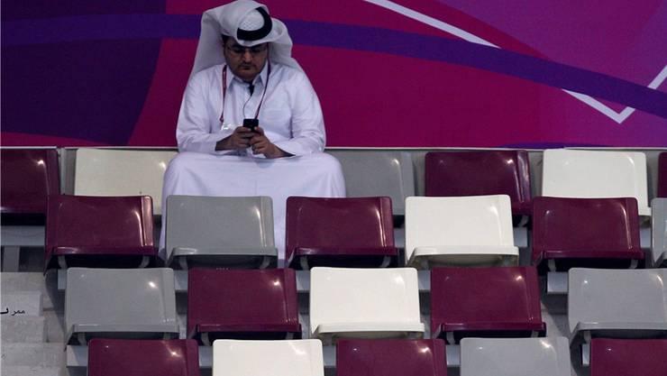 Die WM-Pläne für 2022 sorgen vor allem in Europa für heisse Köpfe: Katarischer Zuschauer in Erwartung eines Spiels.