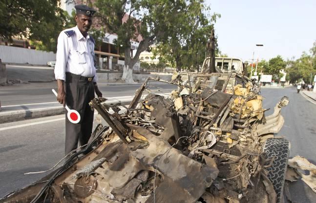 Augenzeugen berichteten, ein Fahrzeug sei auf die Absperrungen vor dem Hotel «SYL» zugerast.