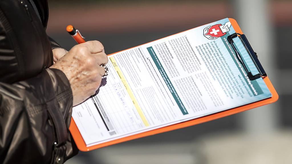 Nationalrat will bezahltes Unterschriftensammeln nicht verbieten