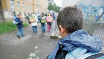Für manche Schüler bedeutet der Gang zur Schule eine alltägliche Belastung.