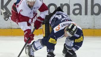 Harter Fight in Zug: der Zuger Johan Morant (rechts) gegen Benjamin Antonietti