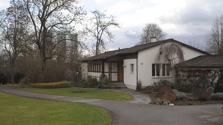 In diesem Haus an der Gellertstrasse sowie in einem Zelt im Garten hatte der Heimleiter mutmasslich Sex mit Bewohnerinnen.