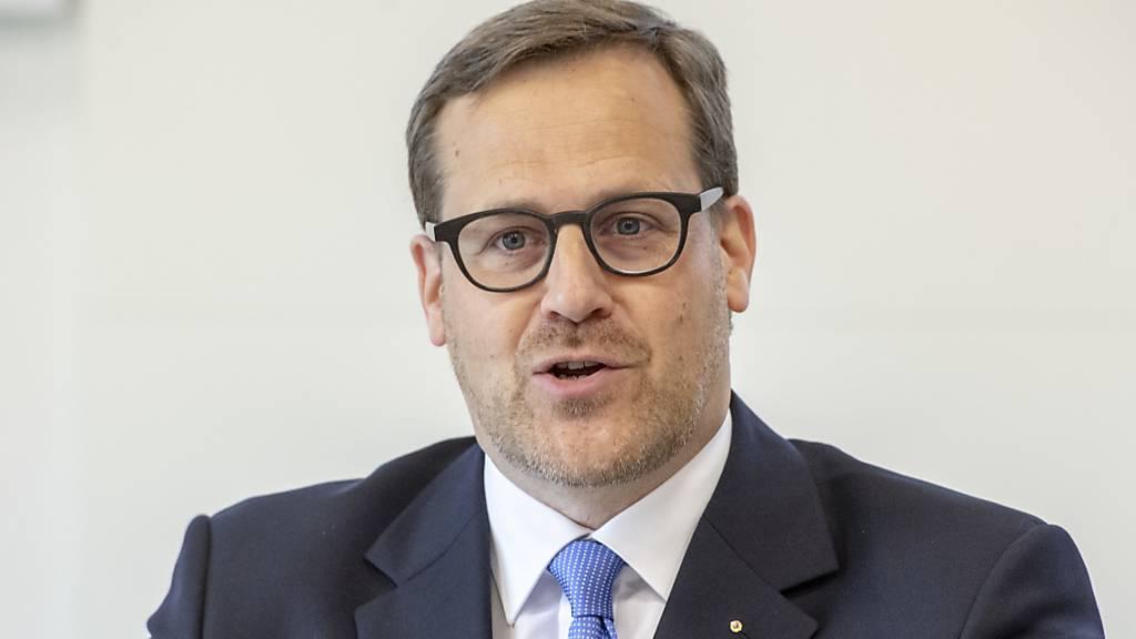 Der Schwyzer Finanzdirektor Kaspar Michel sieht den Kanton finanziell gewappnet für die Auswirkungen der Coronakrise. (Archivbild)