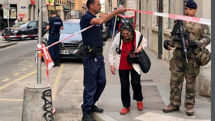 Der Polizei zufolge kam es zu der Explosion in einem Geschäft in einer Fussgängerzone im Zentrum der südostfranzösischen Metropole.