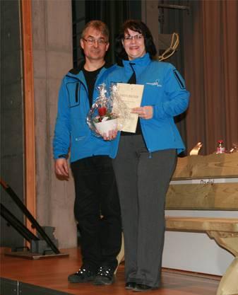 Andres Probst und Lea Rey, 2 der 3 neune Ehrenmitglieder des Kreisturnverband Lenzburg