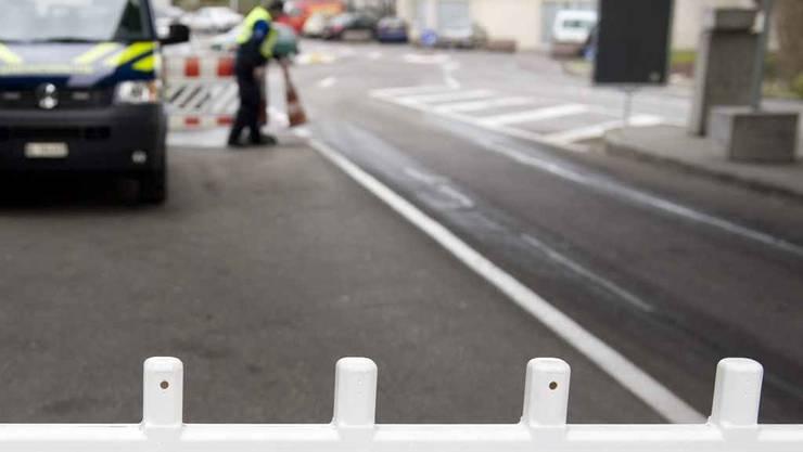 Schweizer Grenzwächter haben in Riehen BS einen Messerschmuggler erwischt. (Symbolbild)
