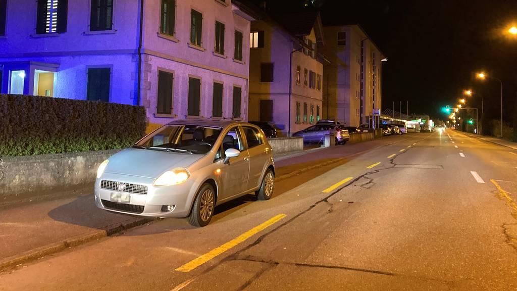 Unbekannter schlägt Autofahrer mehrmals ins Gesicht