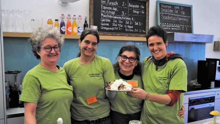 Barbara Käser, Leiterin des Cafés, die Helferinnen Sarah Büchel und Ani Asik sowie Chrüzacher-Leiterin Michaela Tobler (von links).