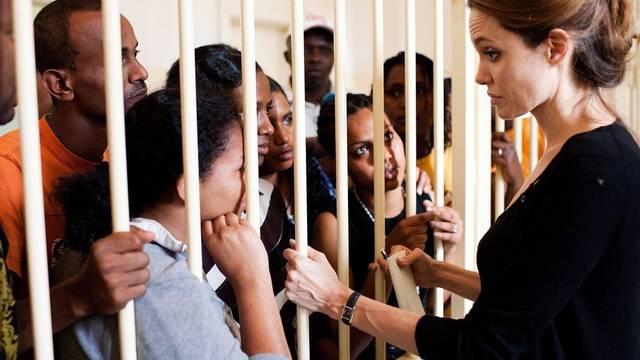 Angelina Jolie besucht ein Flüchtlingslager auf Malta