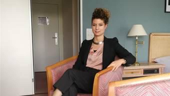 Alexandra Signer (29) sitzt in einem der Studios im Hotel Ascott.