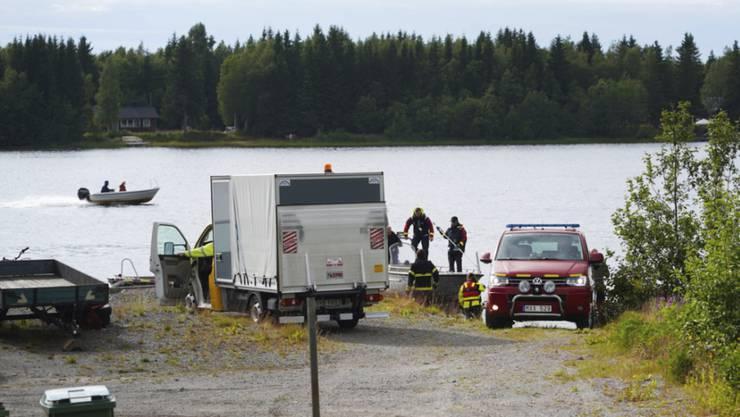 Alle neun Menschen an Bord des Kleinflugzeugs kamen ums Leben: Rettungskräfte an der Absturzstelle in Schweden.