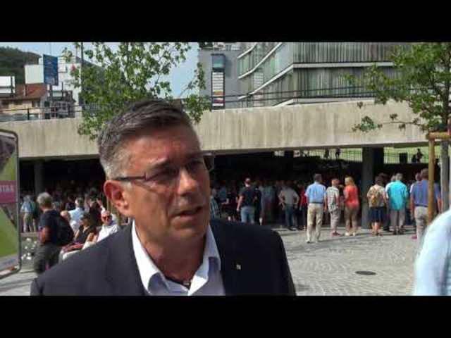 Eröffnung des neu gestalteten Schulhausplatzes in Baden: Interview mit Stadtammann Markus Schneider