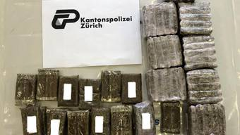 Über 60 Kilogramm Cannabis hat die Zürcher Kantonspolizei am Donnerstag in einem Lokal im Zürcher Tösstal sichergestellt.