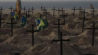 Das Coronavirus wütet in Brasilien immer mehr und die Zahl der Todesopfer infolge eine Infektion steigt und steigt. (Symbolbild)