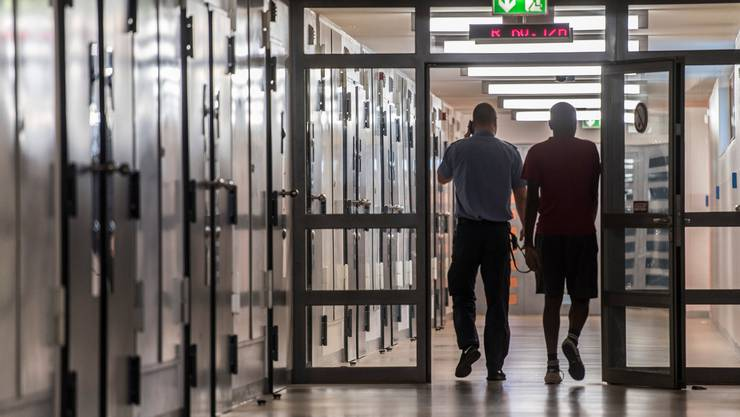 Der 22-jährige Häftling bleibt eingesperrt. (Symbolbild)