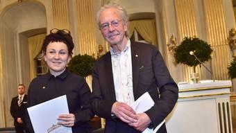 Olga Tokarczuk und Peter Handke nach ihren Nobelpreisreden in Stockholm. (Foto: Jonas Ekstroemer/EPA)