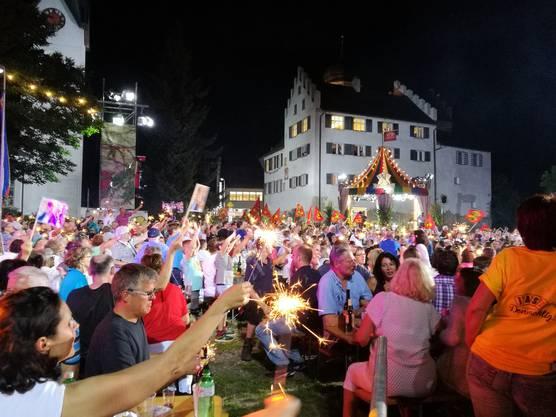Rund 4000 Live-Zuschauer sorgen am Donnschtig-Jass-Finale in Bürglen TG für Gänsehaut-Stimmung.