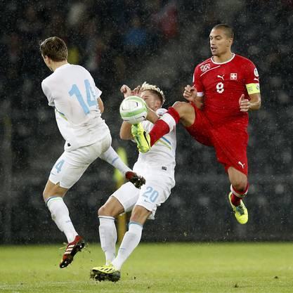 Gökhan Inler überzeugt mit grossen Einsatz gegen Slowenien.