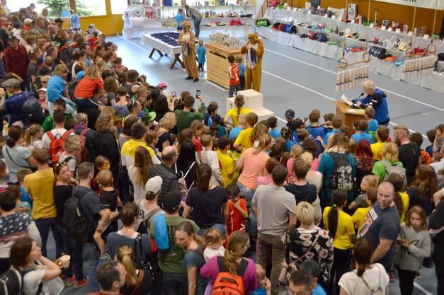 Impressionen vom Osterlauf in Eiken: Siegerehrung Schülerläufe.